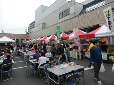 地元や姉妹都市三春町の産品が並びました。