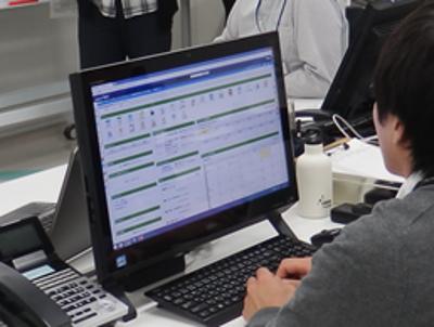 会議資料の共有は、パソコンを使用し、ペーパーレス会議を実施しています。