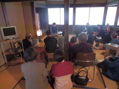 私が到着した時はざっと見た感じ40人位いたでしょうか。旧沼田家は民話を聞く場所としてやっぱり雰囲気がありますね。