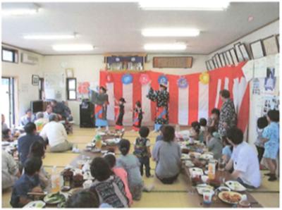 七夕会では大人・子どもが一緒になり楽しいひと時を過ごします。