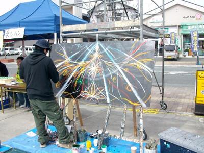 加藤薫さんによるライブペインティング。前衛的で言葉には出来ない魅力があります。