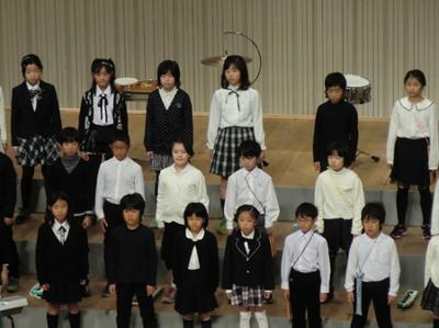トップバッター中里小学校の合唱