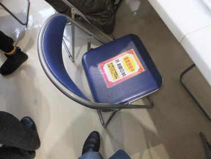 おかわりで座席を離れる時は、椅子にこのカードを置いて、この席は使用中ですという事がわかるシステム。