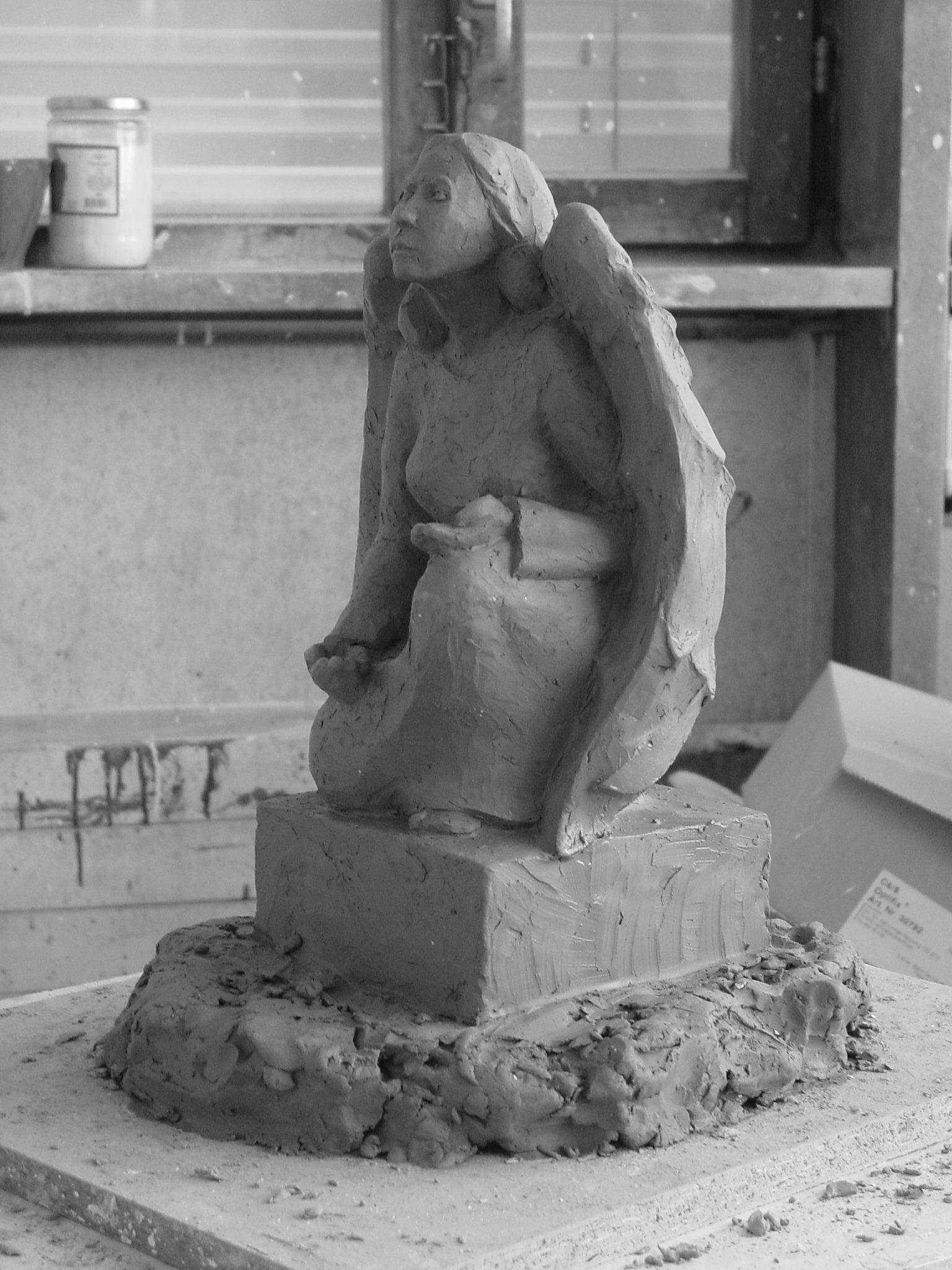 Familiengrab Engel Tonmodell Bildhauerei Wiedemer