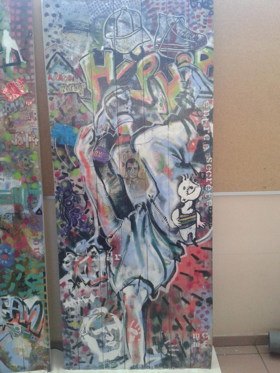 """Oeuvre """"Street art"""" sur les portes récupérées pour le lycée Arago de Perpignan"""