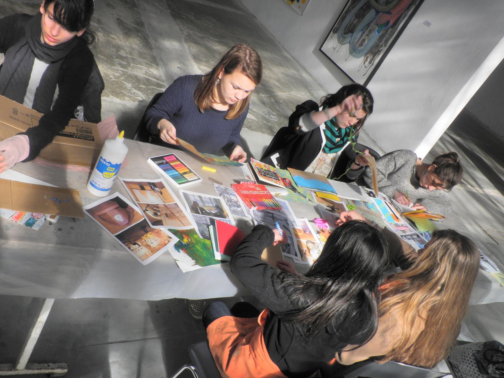 Atelier artistique techniques mixtes au centre d'art ACMCM de Perpignan