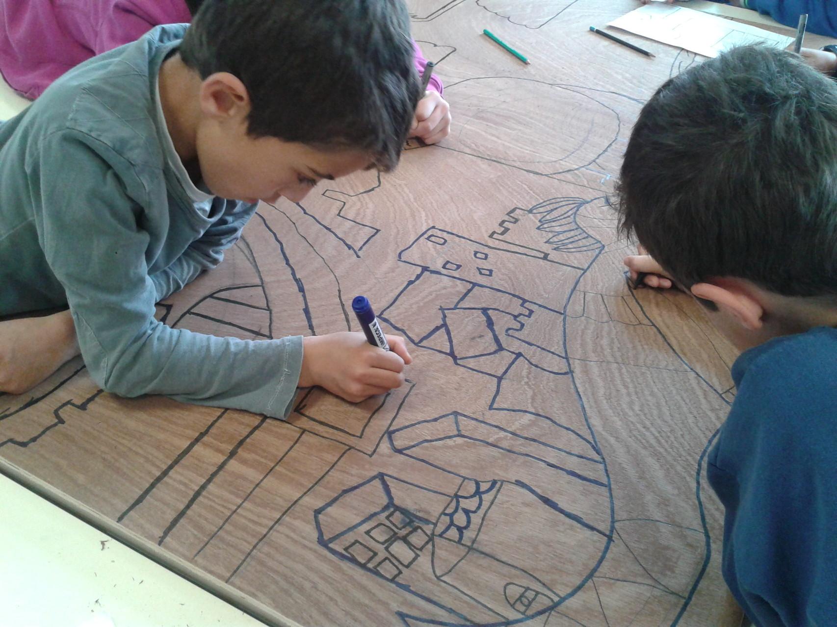 """Tracés de la mosaïque """"Gaudi et architecture"""" pour l'école élémentaire de Llupia"""