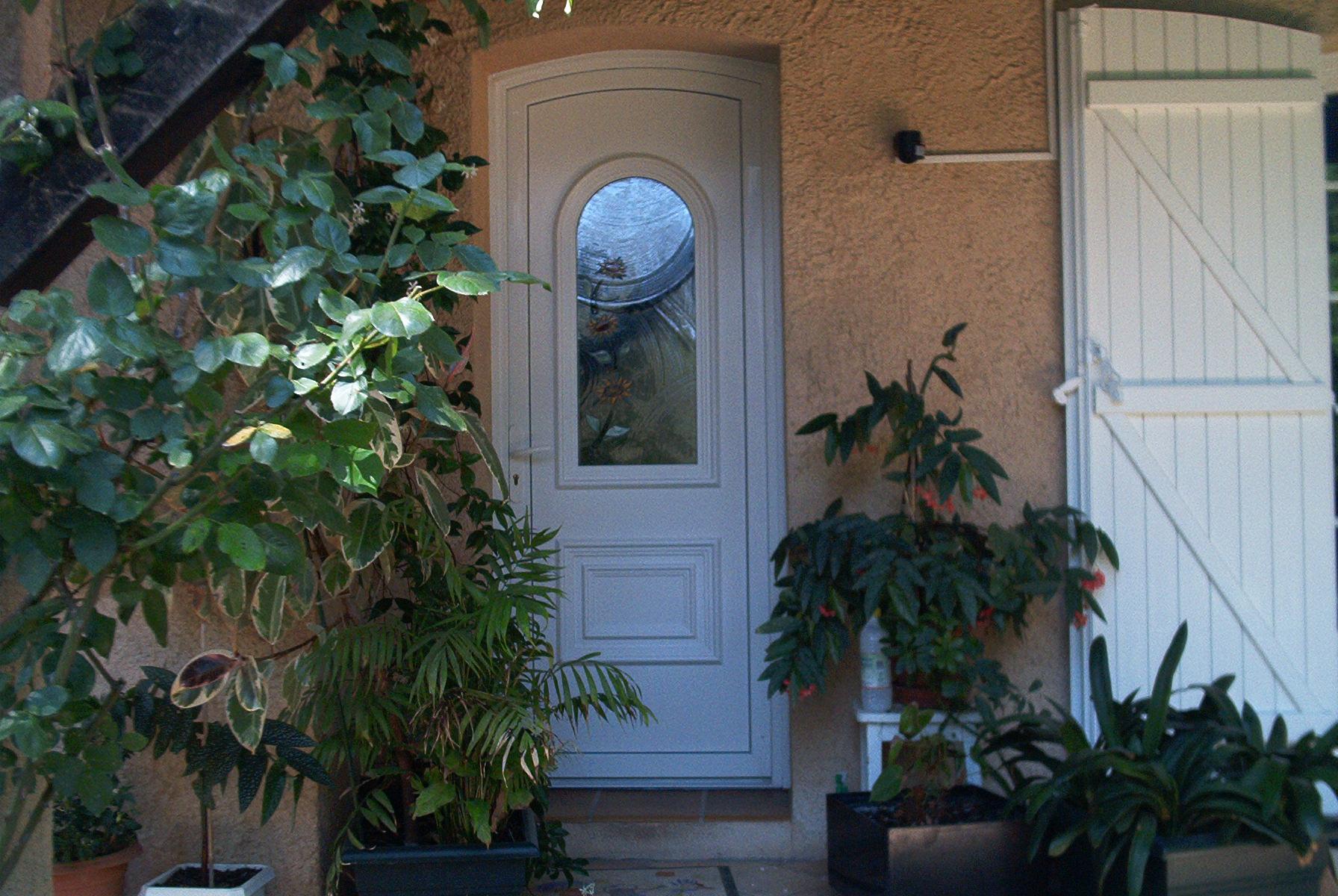 Porte d 39 entr e pvc menuiserie arts d co - Deco porte d entree ...