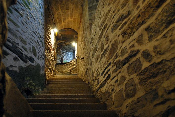 Montée par l'escalier en colimaçon de la Tour Saint-Laurent