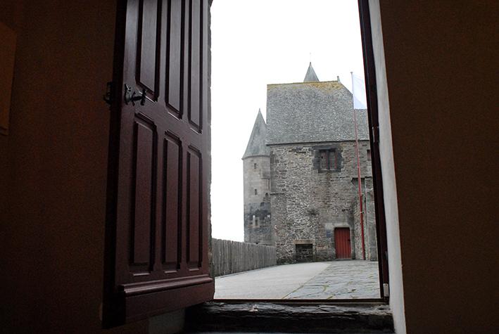 Entrée dans la tour de l'oratoire