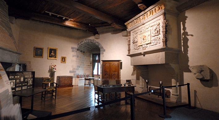 Passage par la salle du musée du château