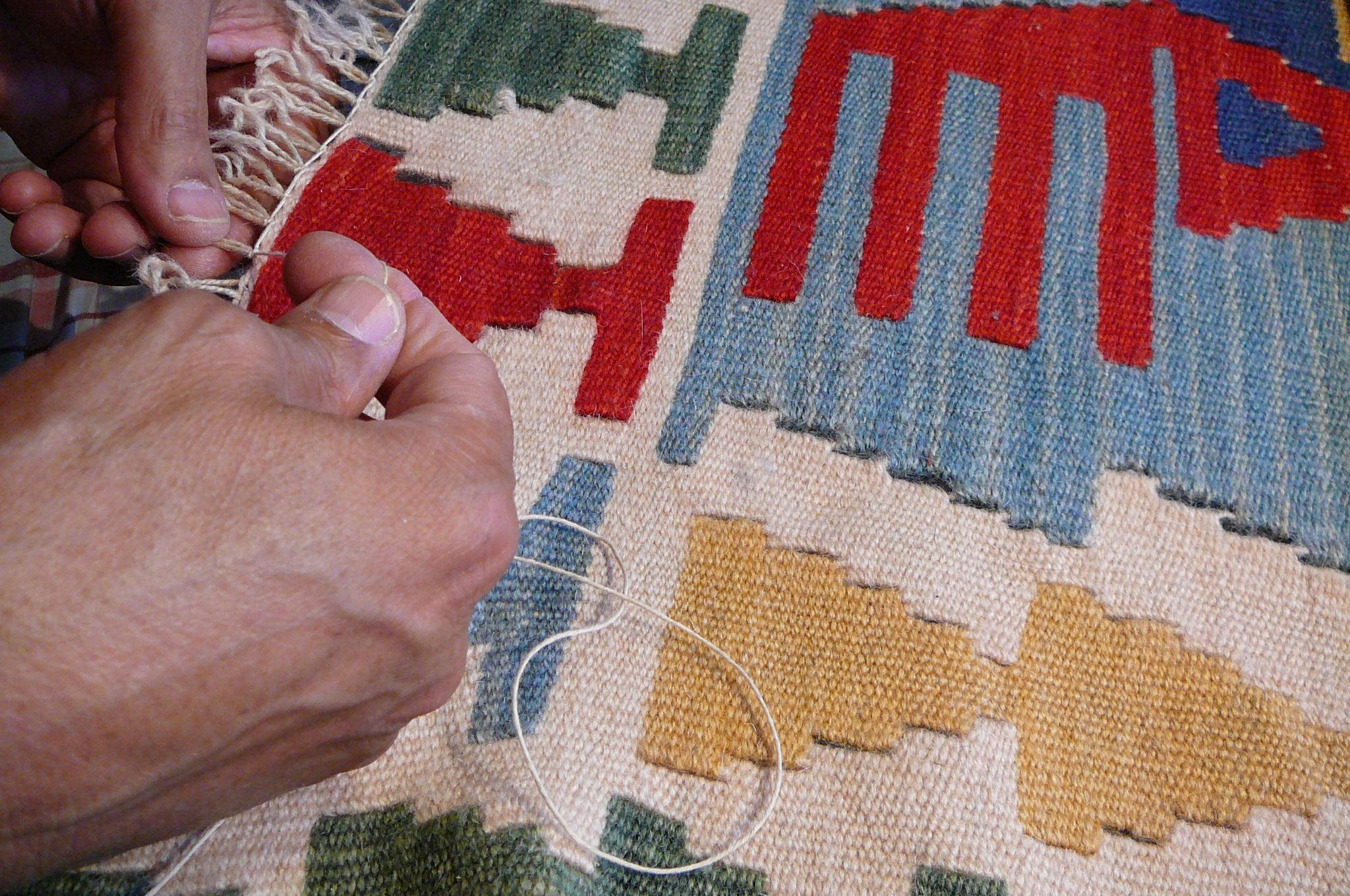 Restauro frange di kilim persiano