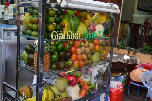 Obststand für Saft: Mang Cau, Avocado, Sapodilla, Drachenfrucht... hmmm ;o)