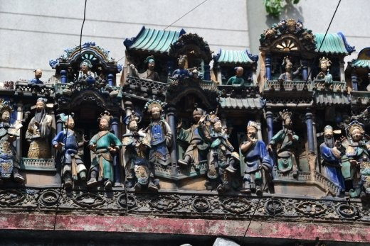 Die so genannte Dachkeramik ist im Chua Phuoc An besonders schön: ganze Geschichten werden hier auf dem Dach erzählt.