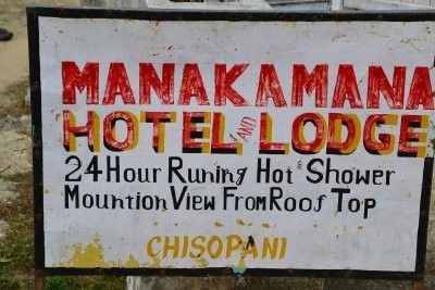 """24 Stunden heißes Wasser in einem Ort, der """"Kaltes Wasser"""" (Chisopani) heißt ;o)"""