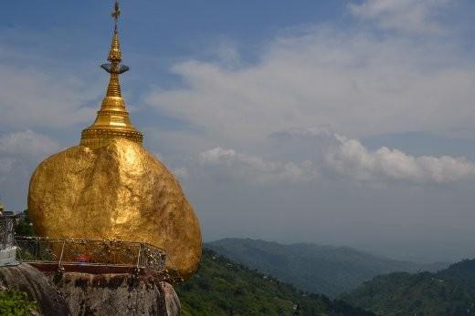 Der goldene Fels hängt ein bissle wackelig in der Gegend rum.