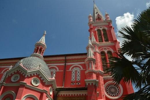 Ten Dinh Kirche. Boah, da hat wohl ein Barbiehaus als Vorbild hergehalten...