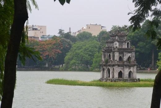 Der Schildkrötenturm im Hoan Kiem See.