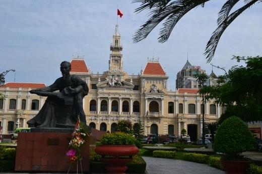 Das Rathaus von HCMC. Natürlich mit Onkel Ho im Vordergrund.
