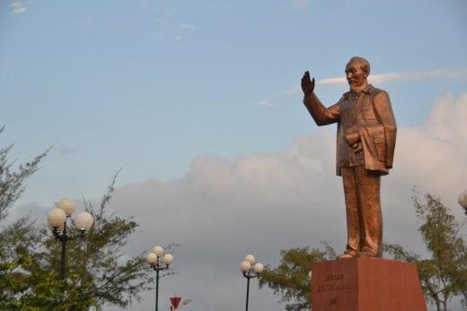 Ach ja, da steht er wieder mal mitten im Park rum: Ho Chi Minh.