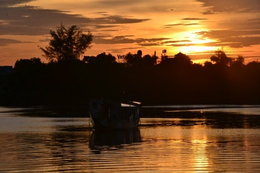 Sonnenuntergang am Fluß der Wohlgerüche.