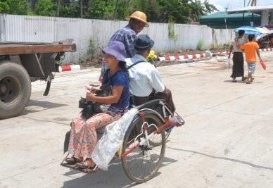 Trishas. Sie dienen dem Transport von Menschen ...