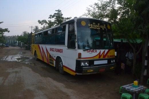 """Mein Bus von Ngwe saung nach Yangon. Von wegen """"Space Runner"""". Ich bin froh, dass wir es auf der Straße bis ans Ziel geschafft haben ;o)"""
