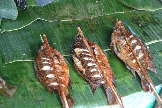 Noch mehr Grillfisch am Nachtmarkt.