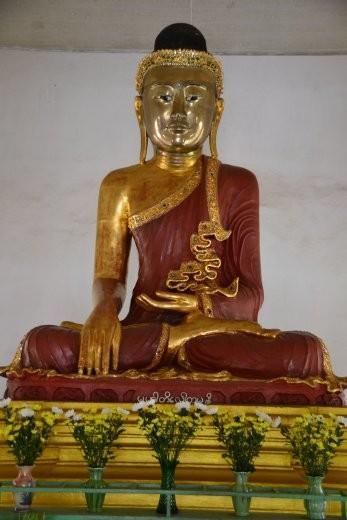 Sitzende Buddhas, ...