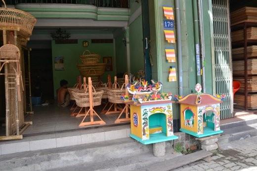 Tempel und Kinderwiegen im Angebot