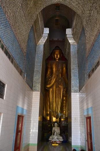 ... stehende Buddhas ...