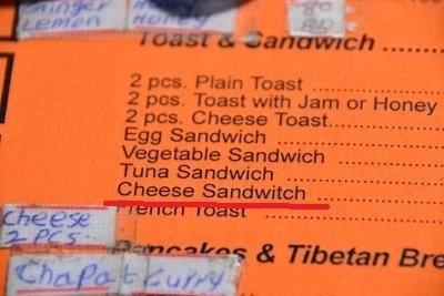 Ich hätte gerne ein Brötchen mit Käse. Hex Hex ***