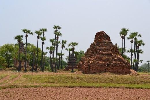 Die alte Königsstadt Inwa kann mit Ruinen und vielen alten Pagoden aufwarten.