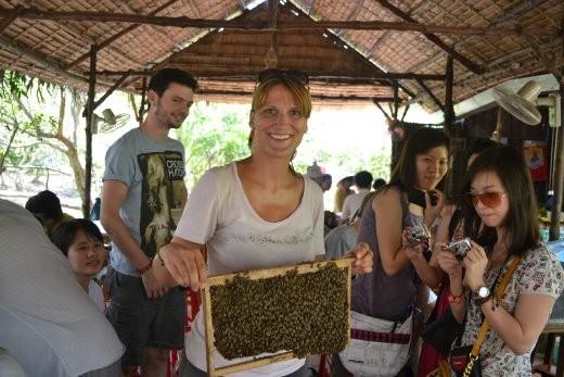 Bine mit Bienenwabe. Gut, dass die einer Namensvetterin nichts antun.