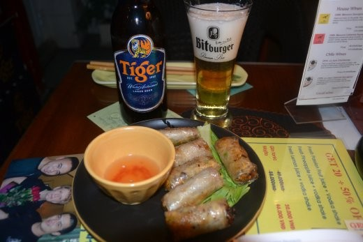 Nem, vietnamesische Frühlingsrollen - und Tiger-Bier im Bitburger-Glas ;o)