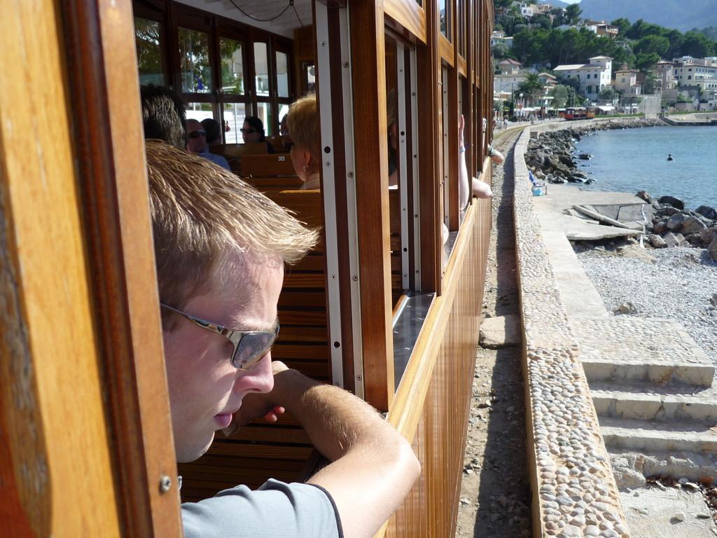 vom Hafen von Soller geht es mit der historischen Straßenbahn zurück