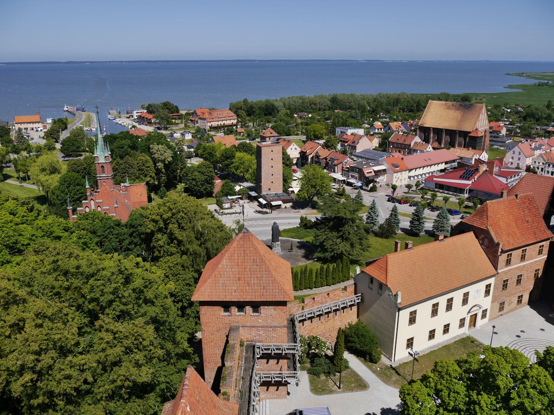 Blick vom Glockenturm über Frauenburg und das Frische Haff