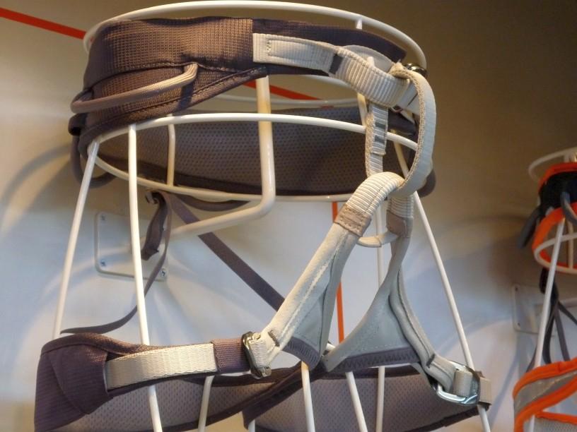 Petzl ADJAMA - Klettergurt mit verstellbaren Beinschlaufen zum Bergsteigen und Sportklettern