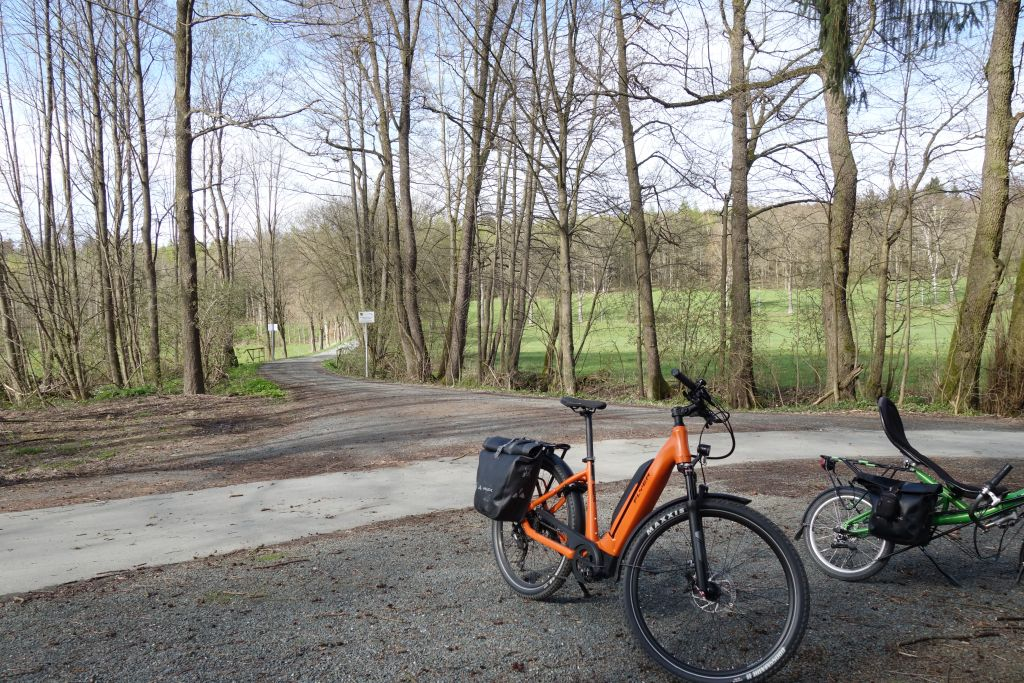 Einmündung zum Fahrradweg Falkenstein-Oelsnitz