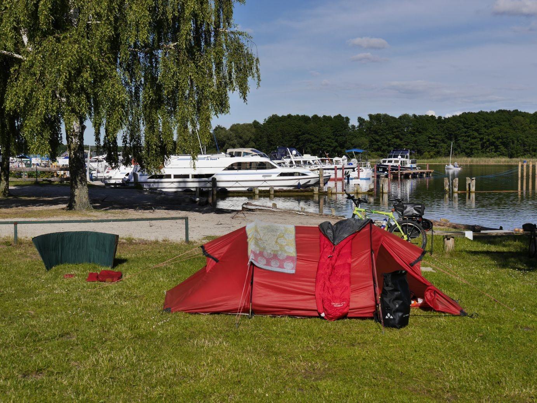 Zelt und Ausrüstung trocken legen