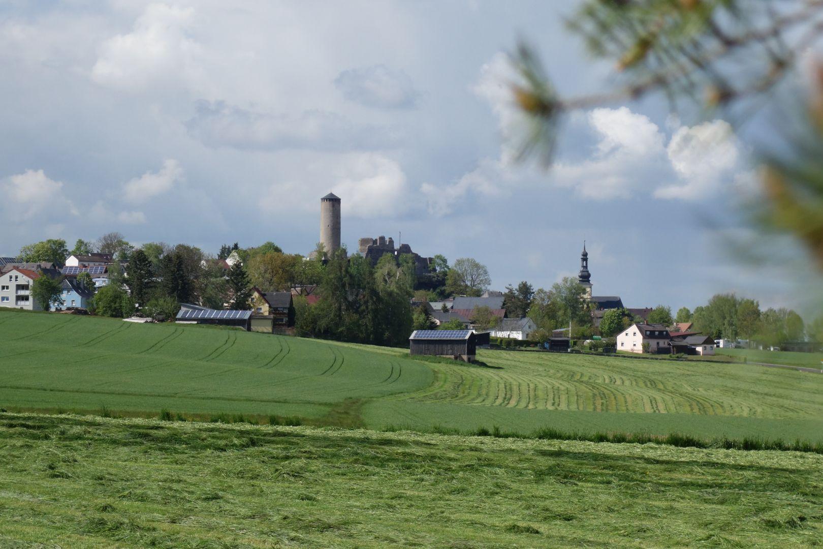 der Burgturm mit Ruine in Thierstein