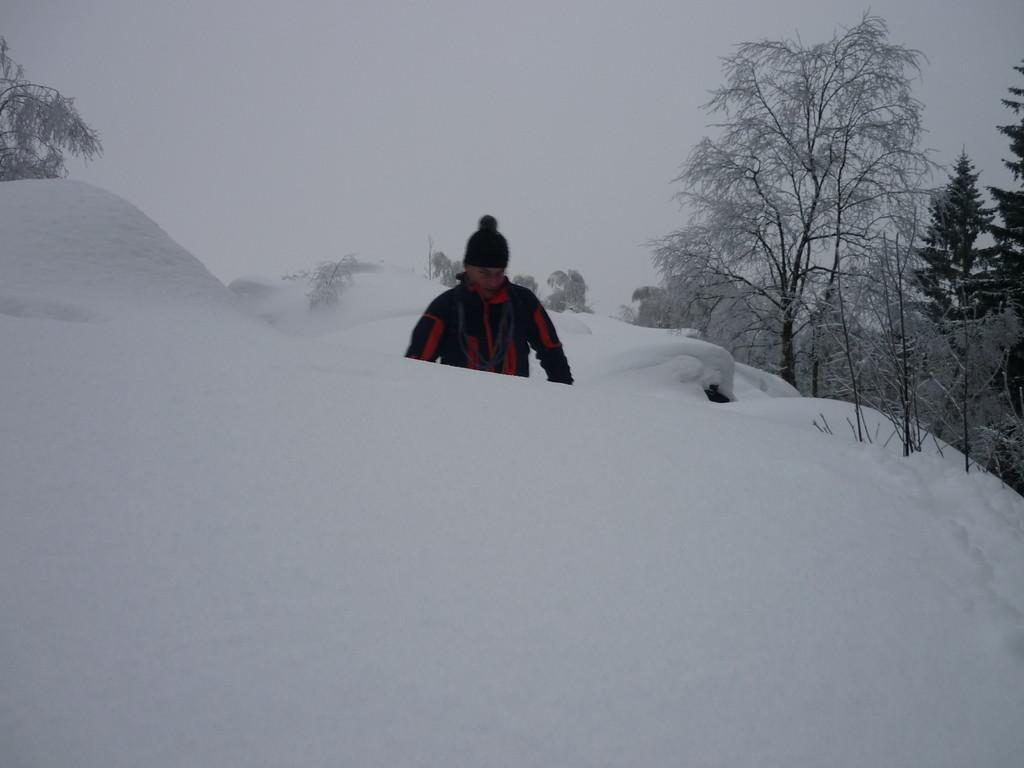 durch Schnee satt.