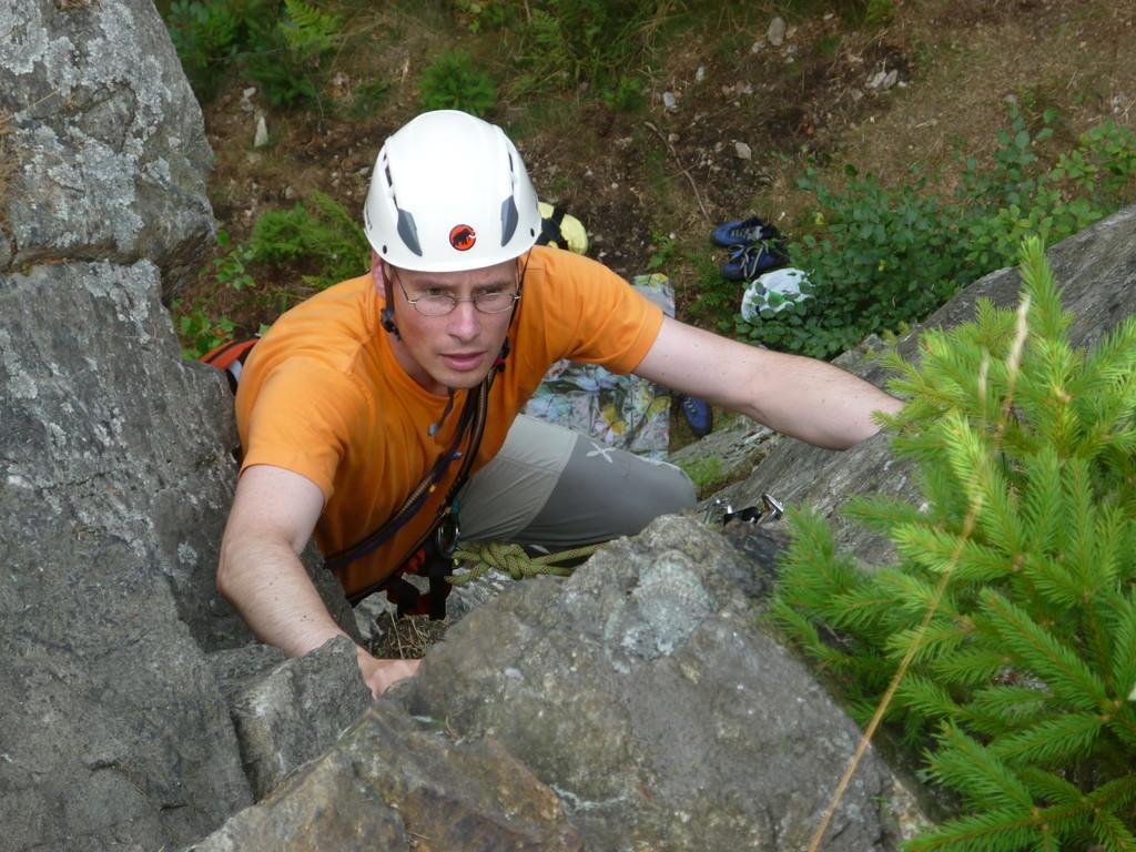 "Klettern an der Teufelskanzel bei Greiz - Henry kurz vorm Ausstieg der ""Ostverschneidung II"""