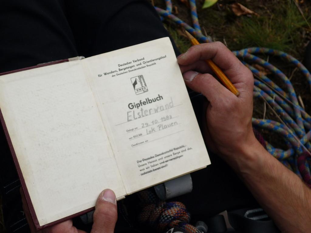 Ein Gipfelbucheintrag gehört im Vogtland zum Klettern