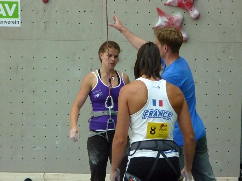 starke Frauen beim Speedkletterwettkampf im CAMP 3