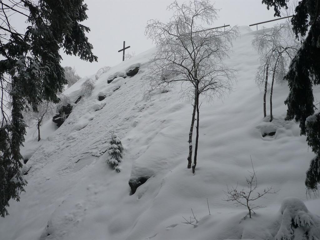 die verschneiten Reibungsplatten am Wendelstein