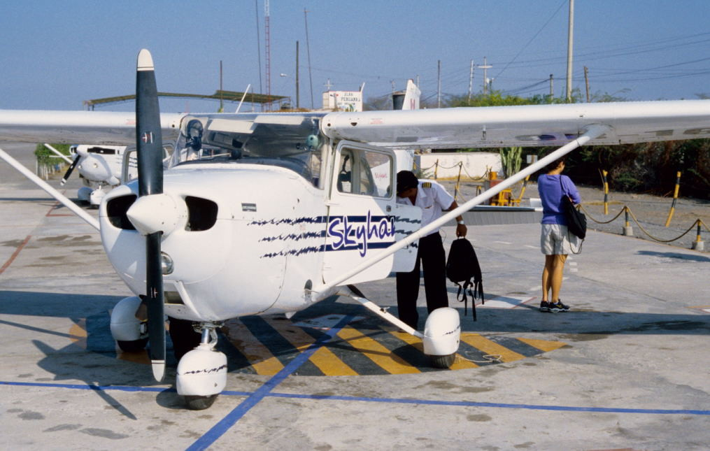 kleine einmotorige Flugzeuge starten zu dem ca. 40 minütigen Rundflug