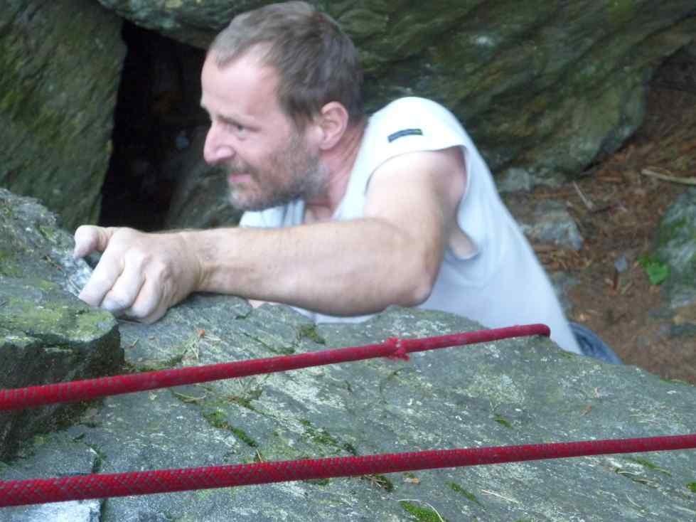 unterm Überhang - Klettern am Schwarzen Stein