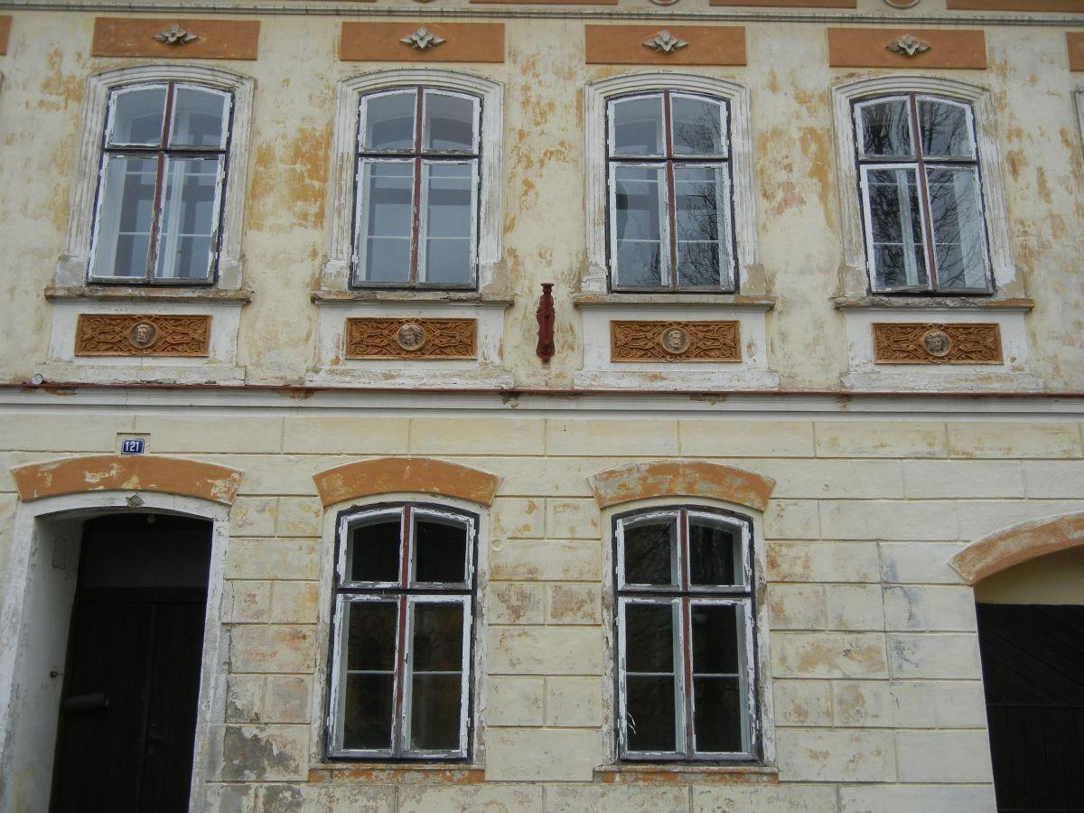 schöne Architektur aus längst vergangenen Zeiten in Horni Blatna - Platten