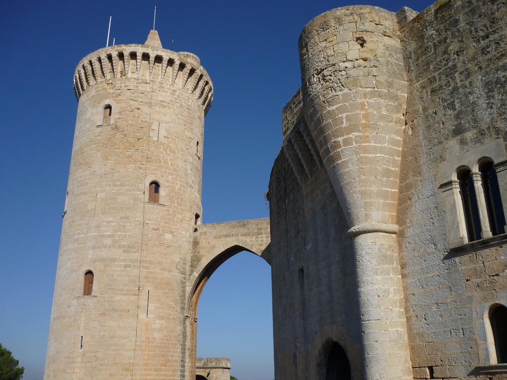 mit Besuch des Bellveders, einer Festungsanlage oberhalb des Hafens in dem sich ein Museum zur Geschichte der Insel befindet